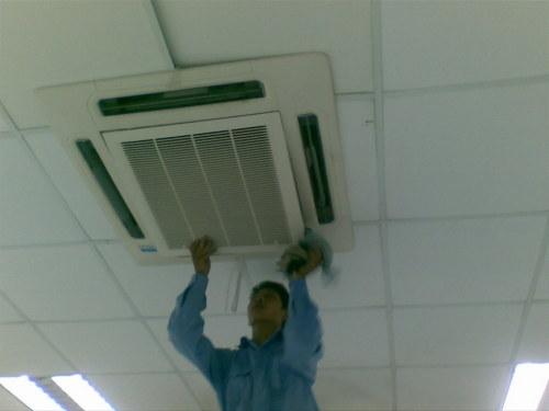 Vệ sinh máy lạnh âm trần | Bảo trì máy lạnh trung tâm